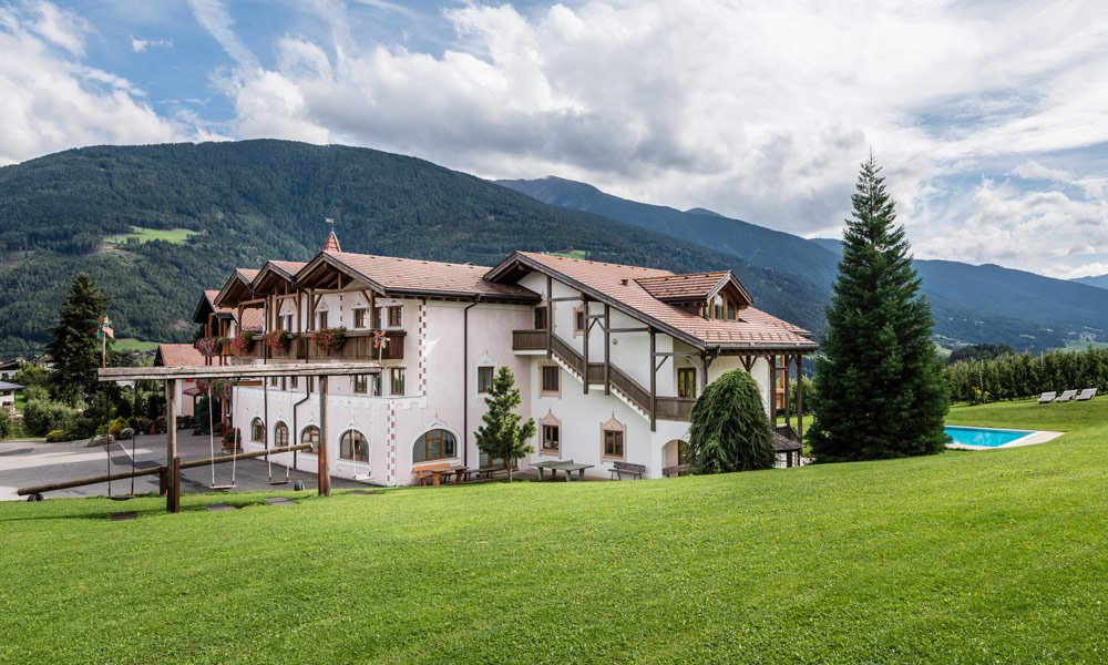 How does my accommodation in the group house in South Tyrol look like?