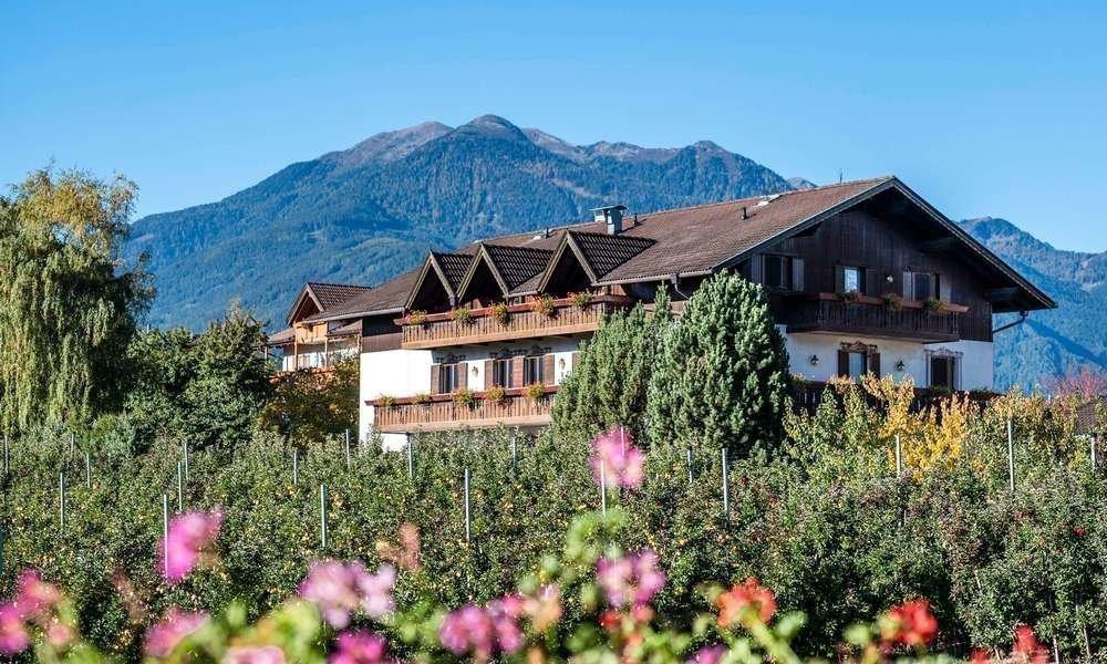 Pension Fischnaller: Ihre Urlaubs-Pension in Natz / Südtirol