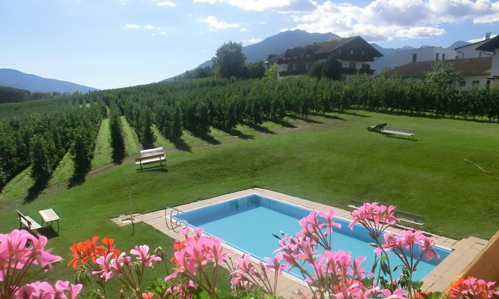 Summer and sunshine: We are your guesthouse with pool in South Tyrol