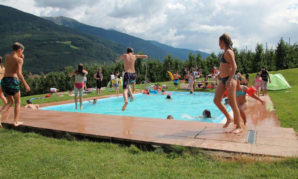 Schwimmbad jungs kennenlernen